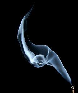 Plus de 3000 substances dangereuses sont contenues dans la fumée de cigarette (Source : Flickr - AMagill)