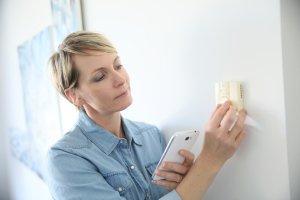 Régler son climatiseur à la bonne température en été permet de faire des économies.