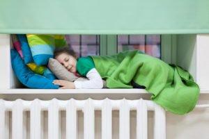 Soyez attentifs à préserver une température adaptée dans la chambre des plus jeunes.